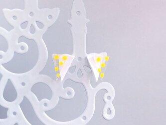 スケルトンyellow水玉三角ピアス/イヤリングの画像
