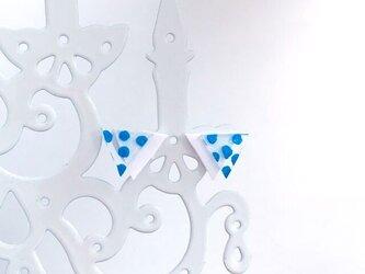 スケルトンblue水玉三角ピアス/イヤリングの画像