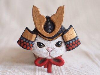 ブローチ 兜ネコ (ボックス付き)の画像