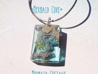 Mermaid Cove 人魚の入江*革紐ペンダント*レクタングルの画像
