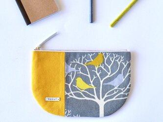 USAファブリック! 黄色とグレーの鳥柄の半月型ポーチ・本革使用(黄色の帆布)の画像