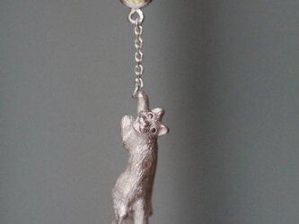 風船をつかまえた猫ピアス 片耳の画像