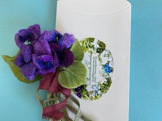 布花 スミレ ブーケのコサージュBの画像