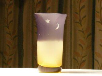 金星と三日月(ご希望の星座を追加できます。)の一口グラス 琥珀色×紫 (1個)の画像