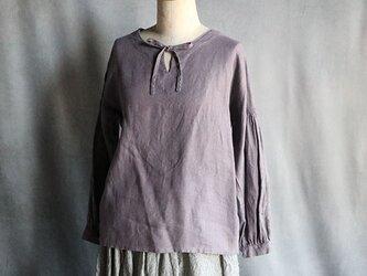 草木染ノーカラーリボンブラウスグレー紫#2001の画像