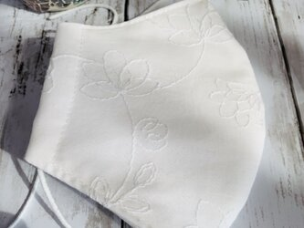 立体マスク●白い花の刺繍Mサイズの画像