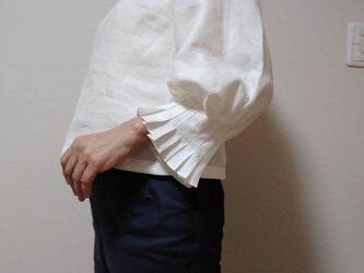 袖タックのリネンブラウスⅢの画像