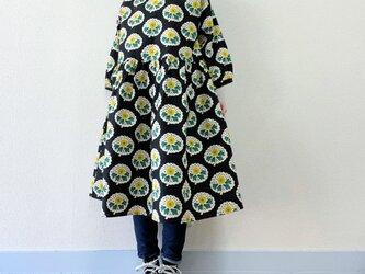 北欧レトロ 花柄*ゆったりギャザーワンピース*七分袖*コットンリネン*ブラック×イエローの画像