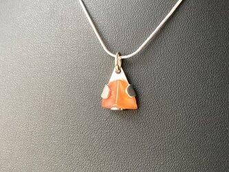 オレンジの天然石のペンダントヘッドの画像
