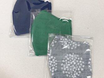 3枚 表裏ガーゼマスク 再販変更あり 大きめサイズ  布マスク 立体マスク 紺緑花柄の画像