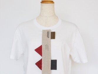 ネクタイ風ブローチ(幾何学)の画像
