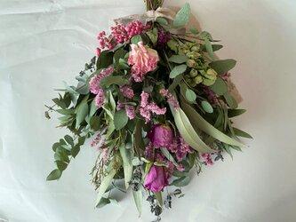 バラとトルコ桔梗のピンクスワッグの画像