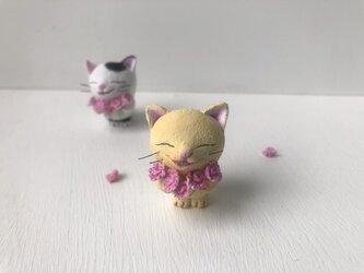 花束猫さん カーネーション 黄トラの画像