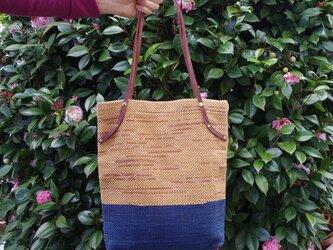 手染めの手織りショルダートートバッグの画像