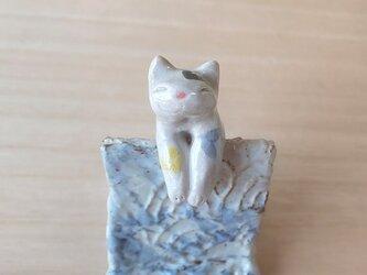 引っかけ猫=^人^=カラフルハートぶち猫の画像