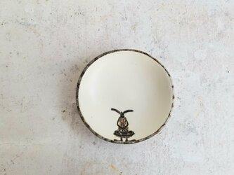 小皿no.53 ウサギ(大きいカバン)の画像