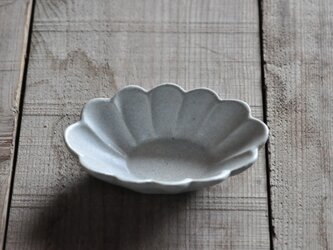 輪花楕円4寸鉢/白の画像