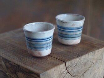 縞々紋の白化粧のカップの画像