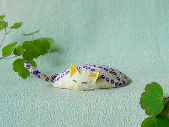 眠り猫(水玉紫)の画像