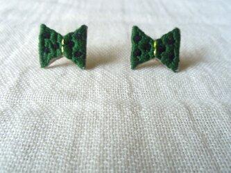 刺繍ピアス リボン(緑)の画像