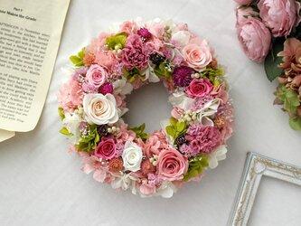 ☆母の日ギフトに☆ フラワーリース ピンクカラー 華やかピンク プリザーブドフラワー リースBOX付 リースの画像