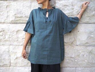 襟袖ギャザー。やわらかなブラウス/グリーンの画像