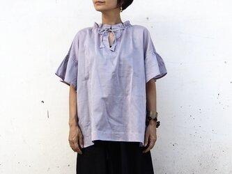 襟袖ギャザー。やわらかなブラウス/ラベンダーの画像