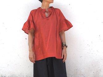 襟袖ギャザー。やわらかなブラウス/ポピーレッドの画像