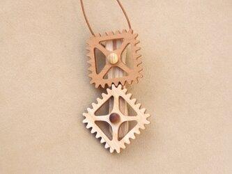 四角の歯車のネックレスの画像