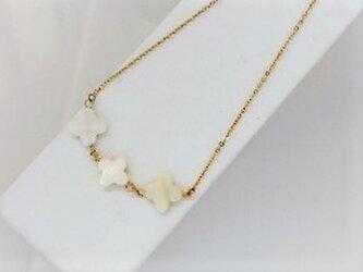 【ネックレス】クロスカット白蝶貝3ミルキー・金の画像