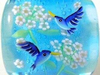 とんぼ玉帯留め 草夾竹桃とハチドリの画像