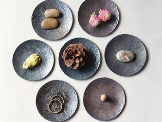 鎚目模様の豆皿(新月黒染)の画像