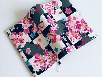 和風 桜と猫のブックカバー 文庫本用の画像