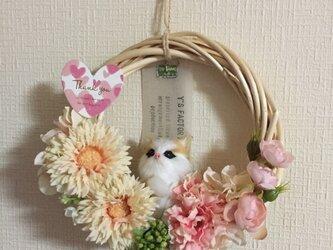猫好きのお母様へのギフトに 猫ちゃんの母の日リース ピンク系の画像