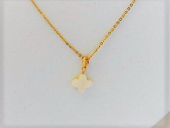 【ネックレス】クロスカット白蝶貝1シンプル・ミルキー・金の画像