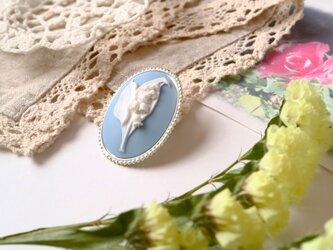カメオのブローチネックレス 鈴蘭(ブルー)*すずらん スズラン ミュゲ 幸せが再び訪れる 聖母マリア 青 水色 空色 白の画像