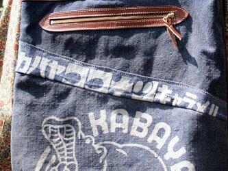 革職人が作る、本格藍染の前掛けバッグ「カバヤココナッツキャラメル」3WAYリュックの画像