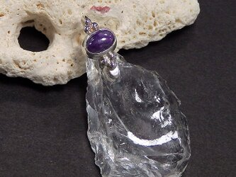 ~氷のような透明感~ 乙女鉱山水晶のラフロックとスギライトのペンダントの画像