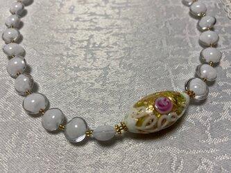 バラのデザインが美しいベネチアンガラスのネックレスの画像