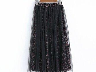 小花柄 シフォン生地のチュールスカート ロングプリーツスカート ブラックの画像