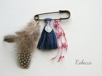 タッセルブローチ feather*navy blueの画像