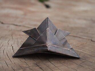 手のひらサイズの兜(銅製)の画像