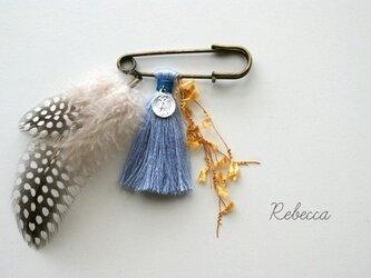 タッセルブローチ feather*cathedral blueの画像