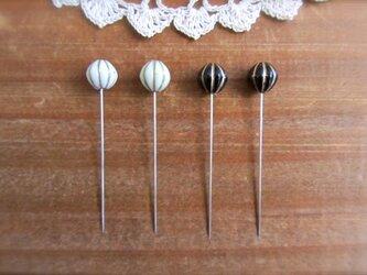 パンプキンビーズの待ち針 白黒 4本セット の画像