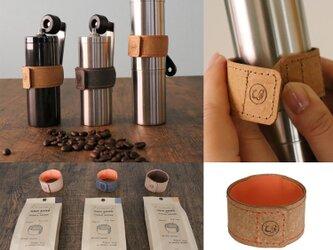 筒型コーヒーミルご愛用者のために グリップバンドwithハンドルホルダー ブラウンの画像