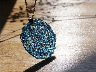 青いガラスのネックレス -「 灯りのたね 」● 45mm・光沢の画像