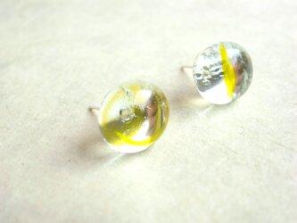 ピアス 水滴の様なぷっくりガラスカボション 黄色の画像