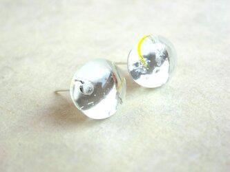 ピアス 水滴の様なぷっくりガラスカボション クリアカラーの画像