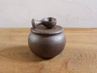 小さな塩壺 (スプーン付)の画像