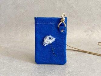 立体刺繍 カーネーション スマホ ポシェット ちょっとだけ 本革 ペイズリー ブルー スマホポーチの画像
